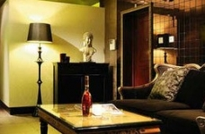 新古典混搭二居,棕色墙面折射微浪漫图_1