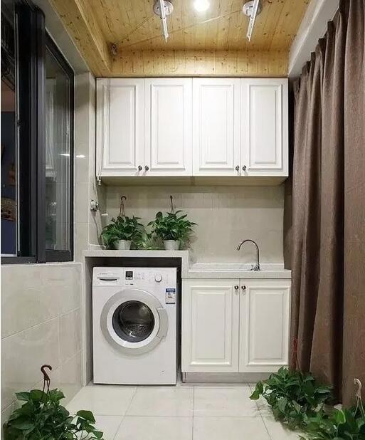 除了阳台厕所外,洗衣机还