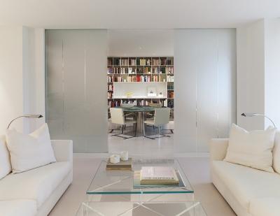 纯净轻柔的白色简约风格设计