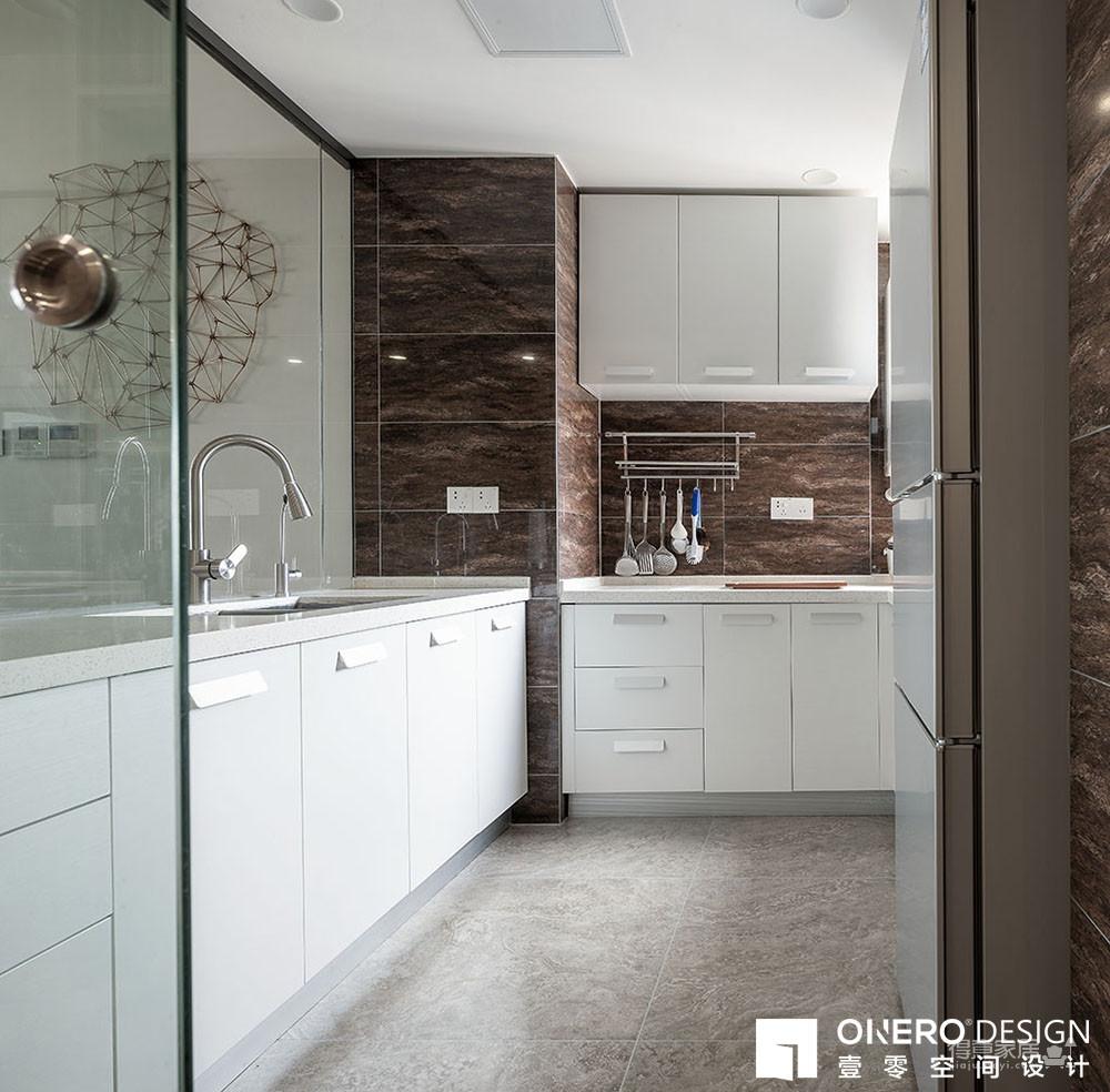 原木色+黑白灰,她的家不超过4种颜色,精致感却已爆棚!