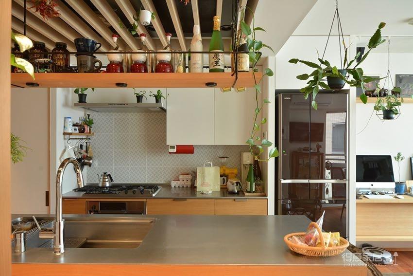 48㎡木质温馨公寓 小空间里的大生活