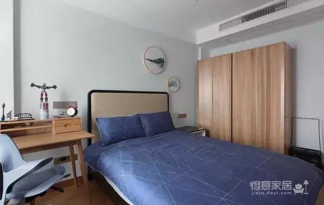 美到骨子里的145㎡新中式风,客厅隐形门设计令人眼前一亮!