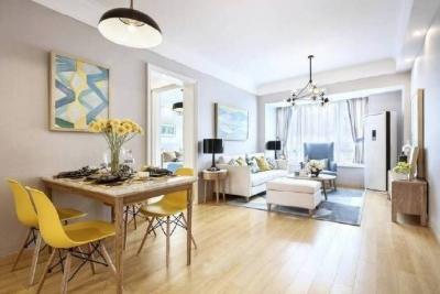 不一定非得做多少造型,原木色家具更显温馨! 