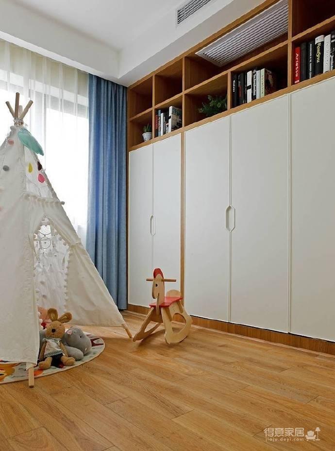 原木家具与浅蓝色墙面也能搭出安静舒适的氛围! 