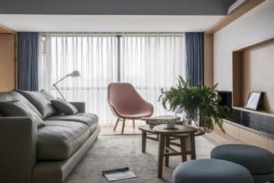 设计师用黑白与原木色演绎了一个清新舒适充满爱意的家