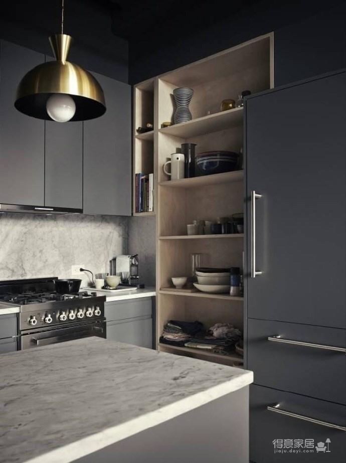 黑白灰三色为基底的空间展示出硬朗的loft工业风