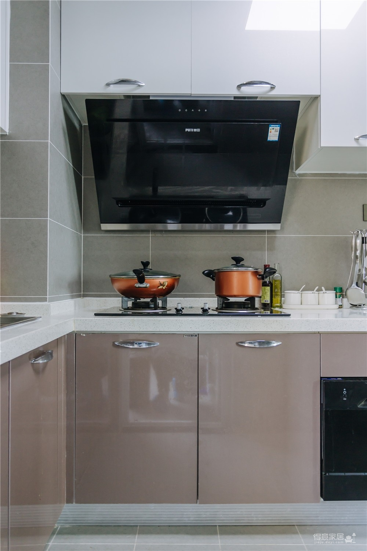100平三室两厅一厨两卫后现代风格