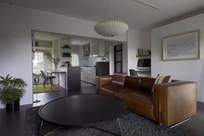 这间小公寓 改造后功能齐全自然而舒适
