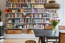 这间公寓,有着出色的橱柜和整墙的书架图_1