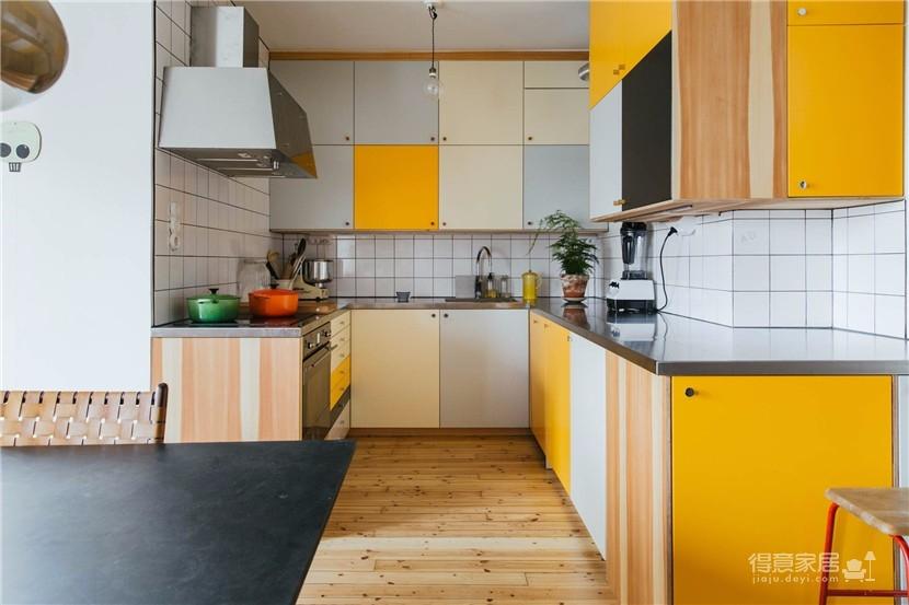 这间公寓,有着出色的橱柜和整墙的书架图_3