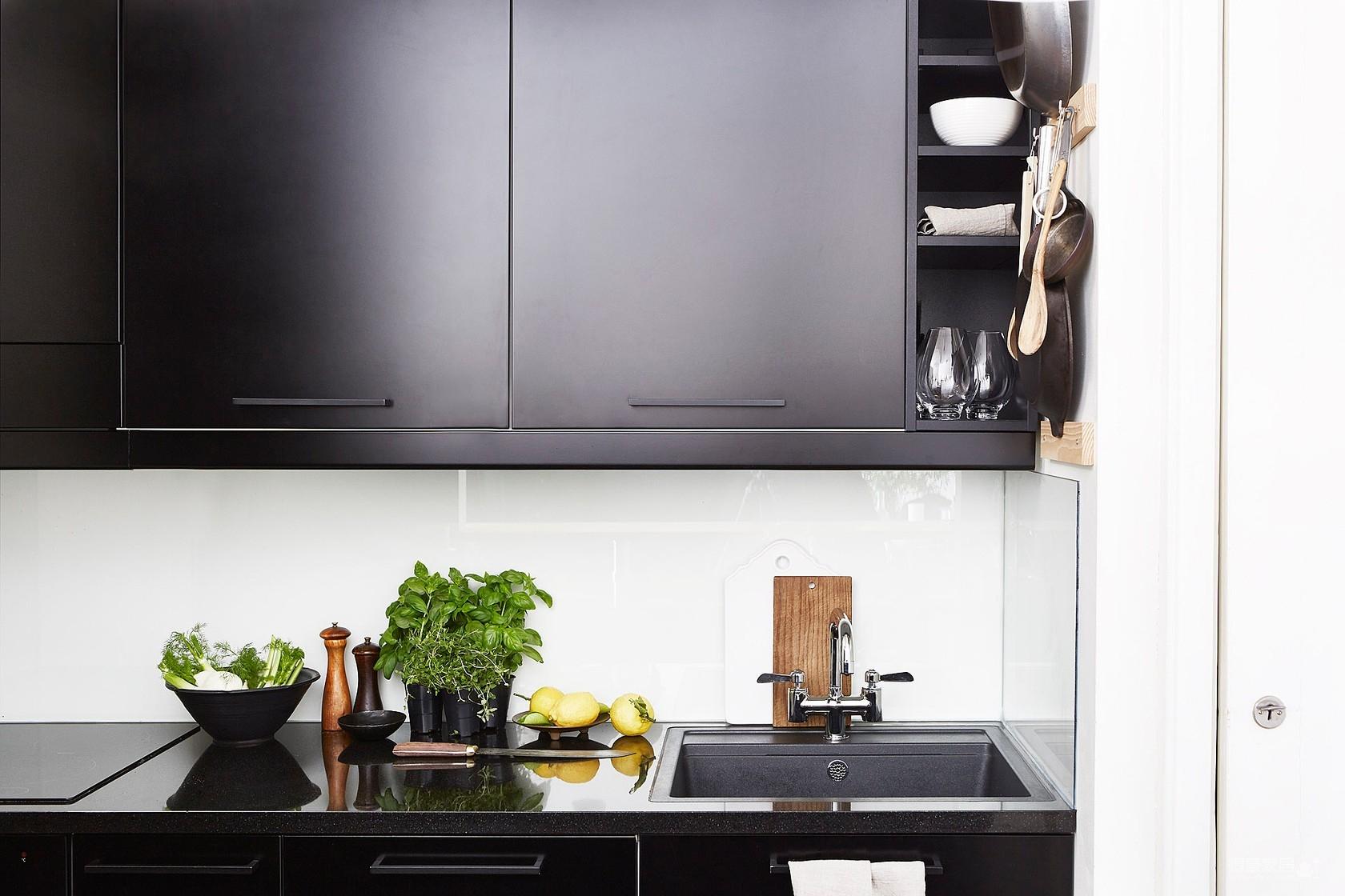 瑞典49平精致纯净微型小公寓,还有全景阳台