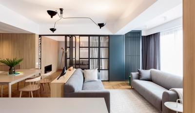 现代时尚三居室,看黑色跟原木色碰撞出怎样的火花