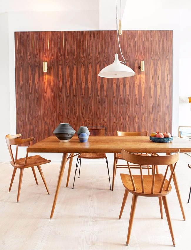90平米公寓,利用深色木做出中古感