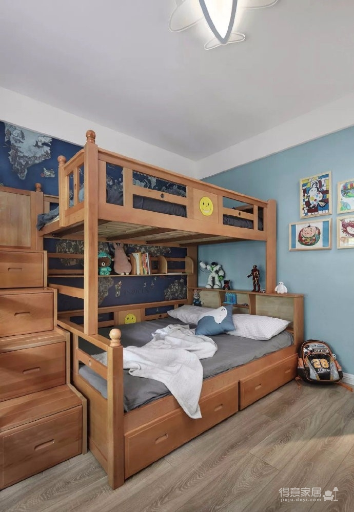 100㎡高级灰北欧风三居室,暖色木纹营造出一种温馨的空间氛围! 