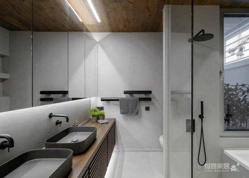 黑色和灰色打造的现代住宅设计图_11