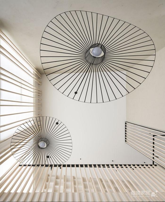 光线充足的简约优雅Loft住宅设计图_2