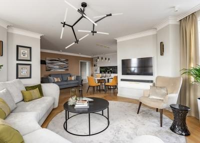 温暖色彩 明亮家庭公寓