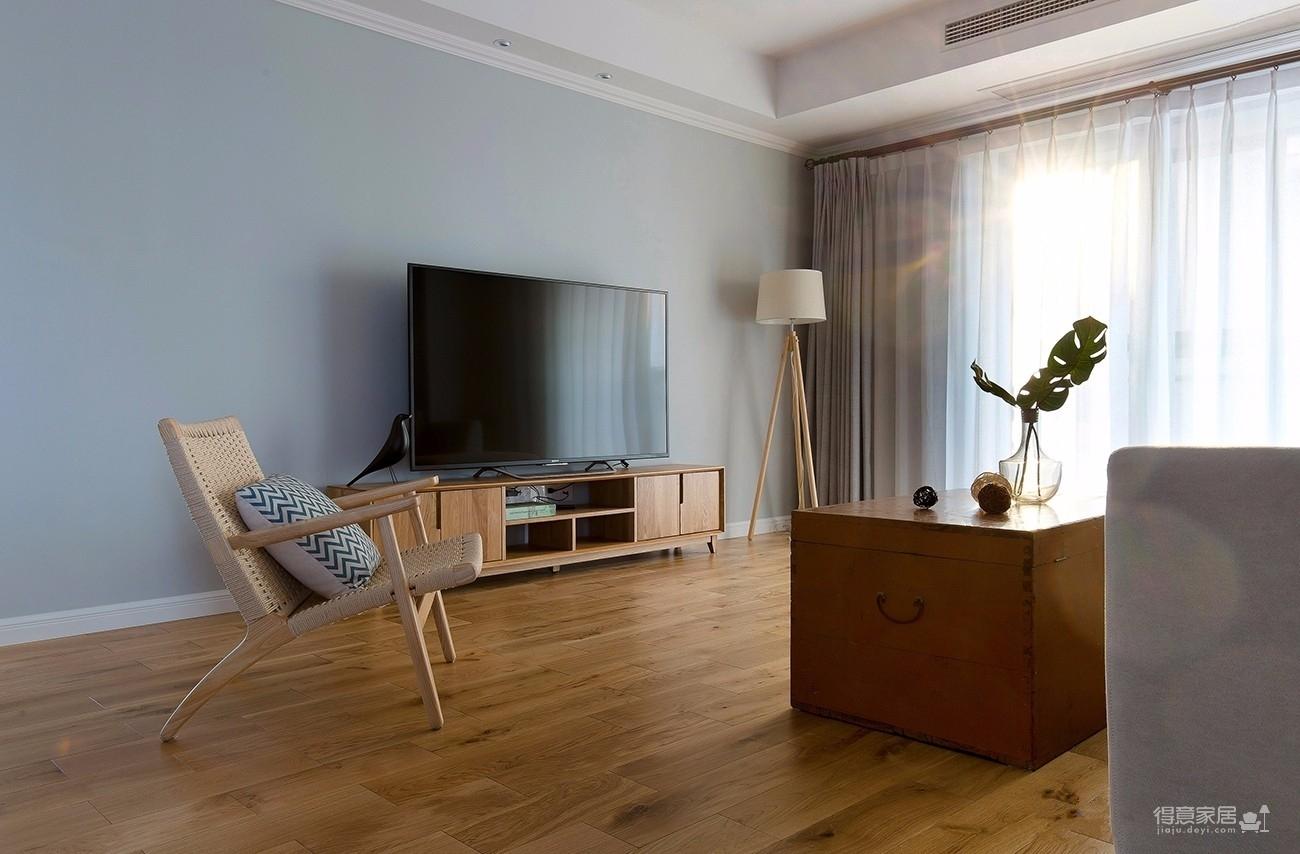 三室一厅北欧轻奢原木餐桌