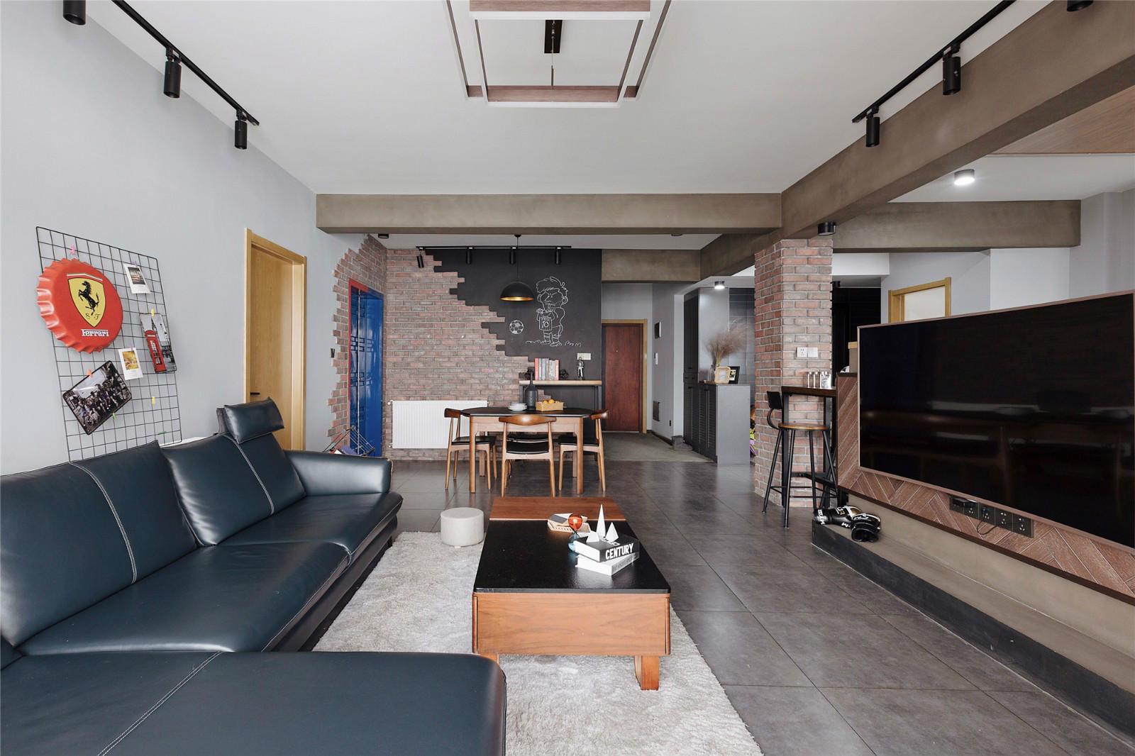 御江樓108㎡復古工業風,半隔斷電視背景墻顯得空間超大!