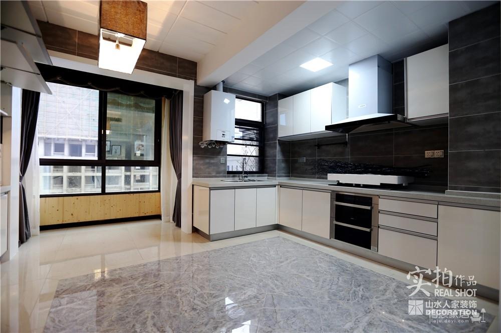 王家湾中央生活区124平三室两厅现代