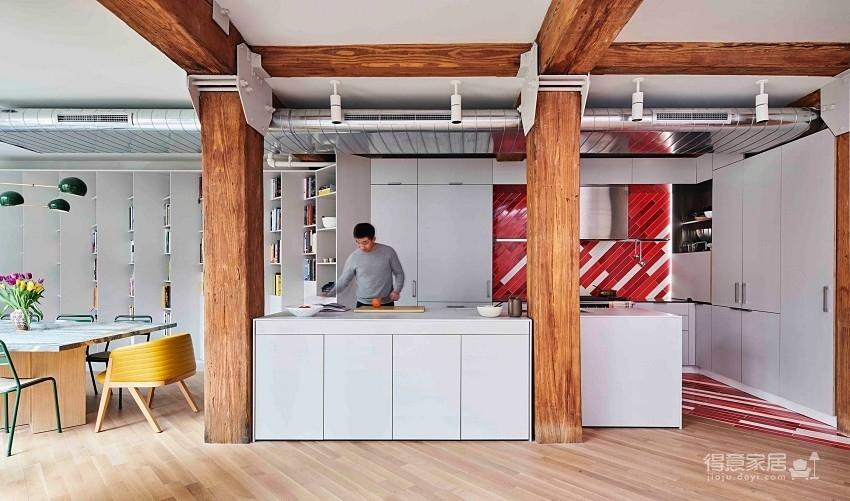 斜书架墙设计!美国33平现代Loft风阁楼公寓
