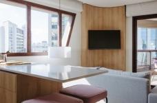 42㎡ 的简约公寓,一道木墙分割了多功能空间图_4