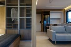 42㎡ 的简约公寓,一道木墙分割了多功能空间图_7