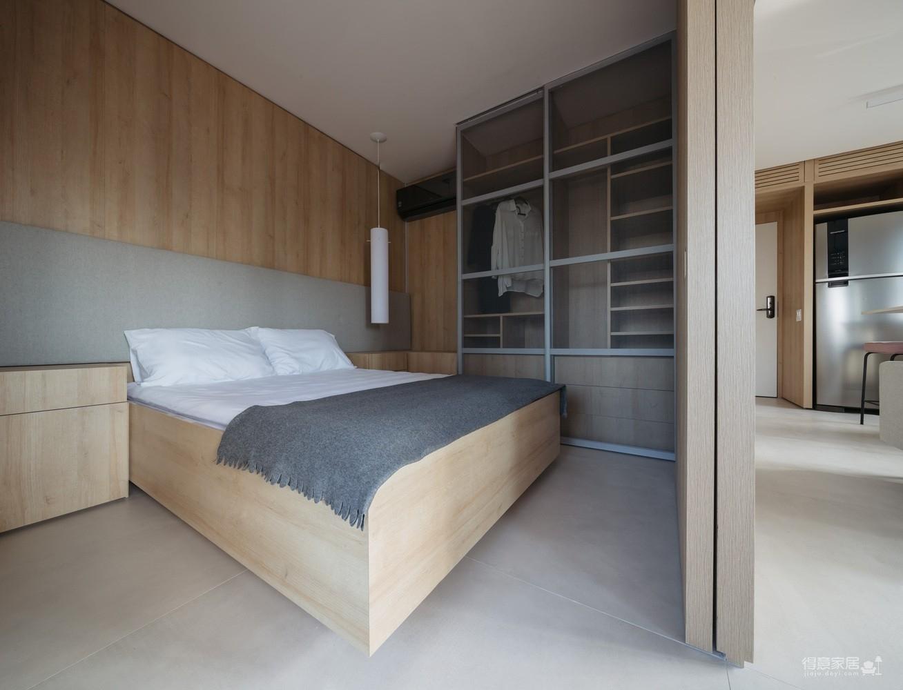 42㎡ 的简约公寓,一道木墙分割了多功能空间图_8