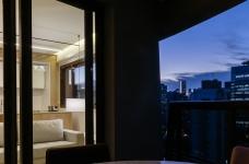 42㎡ 的简约公寓,一道木墙分割了多功能空间图_16