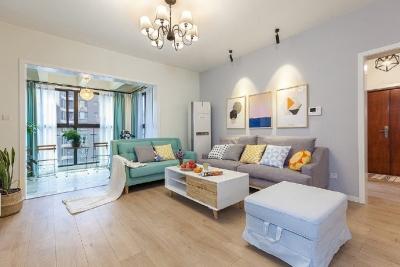 时尚简洁的家居设计,门厅鞋柜、客厅阳台的做法值得借鉴,美观实用