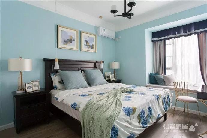 美式风格的装修案例,大面积惬意的蓝,配以唯美不失质感的软装搭配,让家顿时变成一个安心的避风港,将浮华和喧嚣隔绝于门外。
