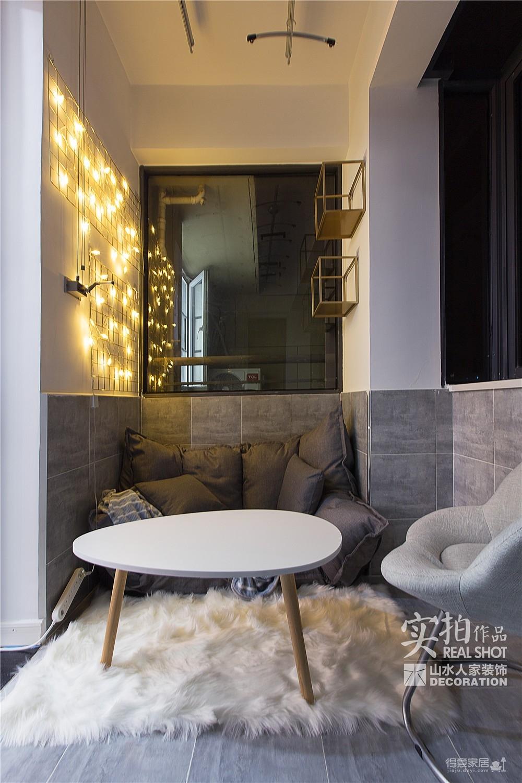 128平的四室两厅黑白灰
