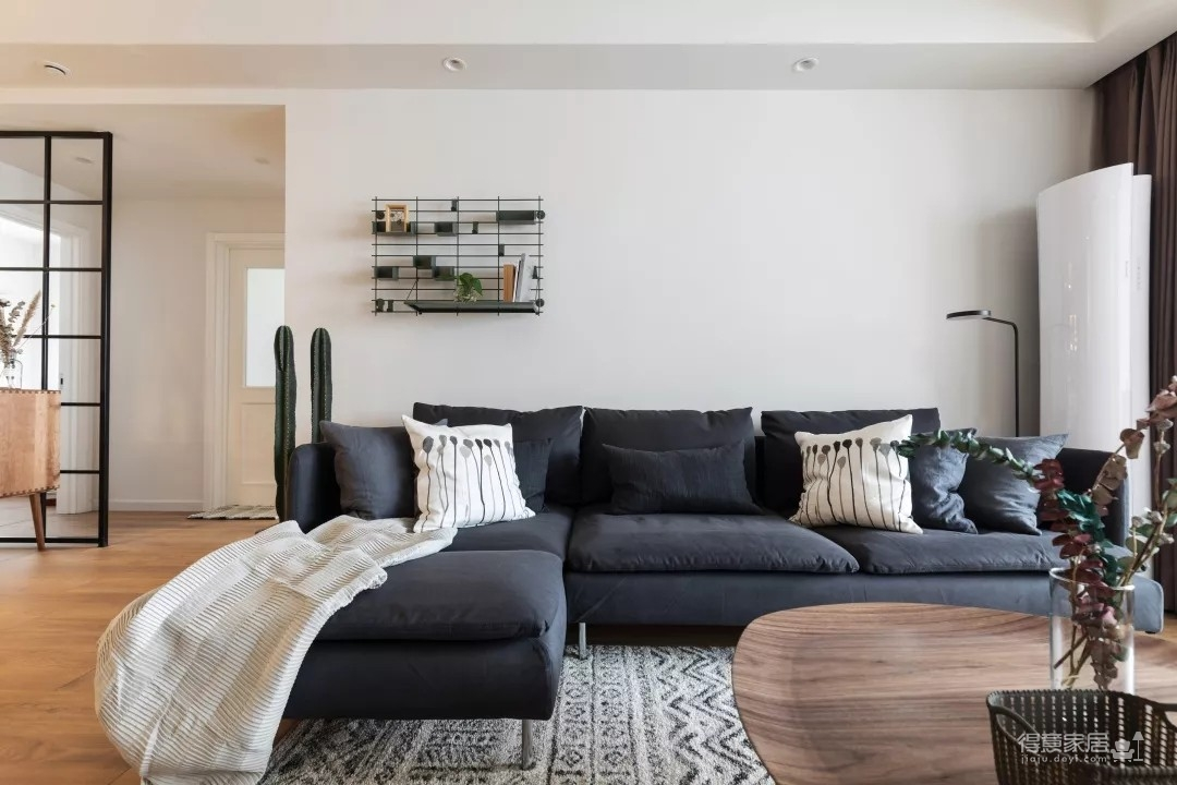 95后摄影师夫妇的两居室,舒适又慵懒的家!