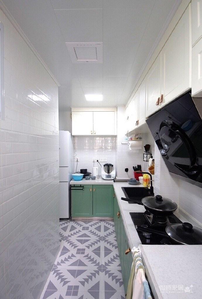 50平小户型装修,玻璃隔断的效果太好了,保持通透性,还能分隔空间,简直完美!