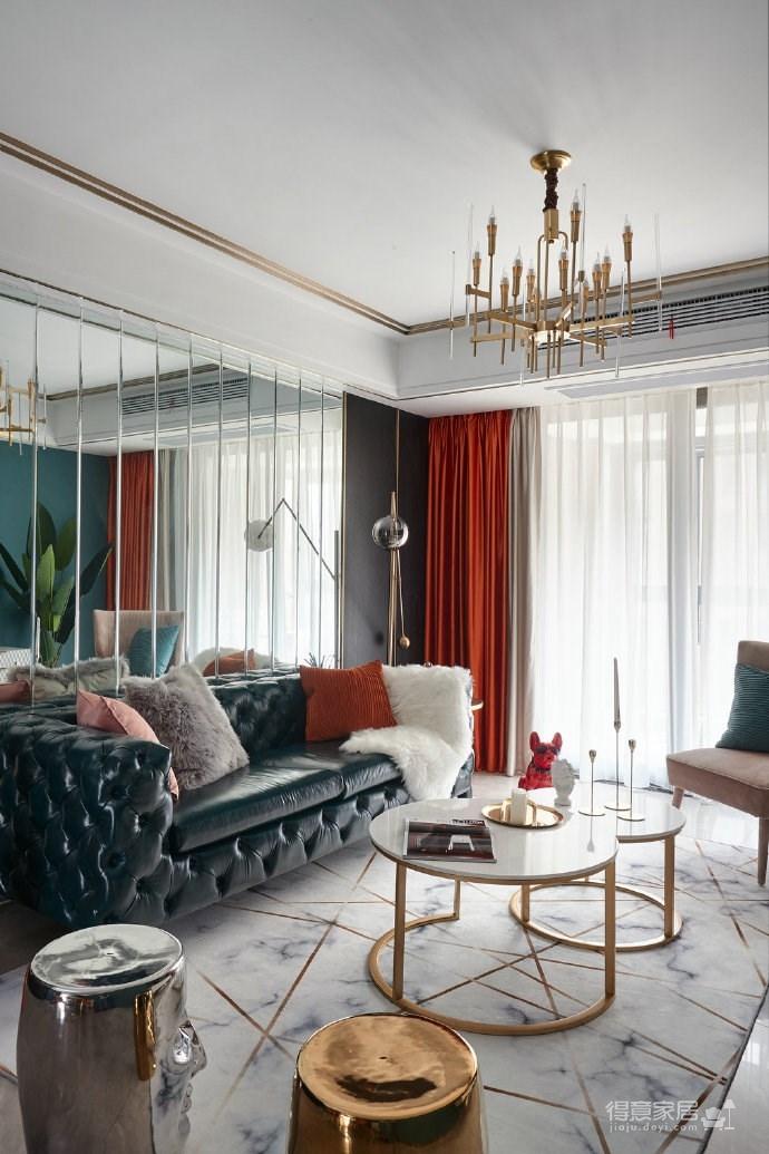 爱马仕橙的窗帘及家具配饰,如此撞色,性格分明,带来的是视觉感受的强烈冲击。 