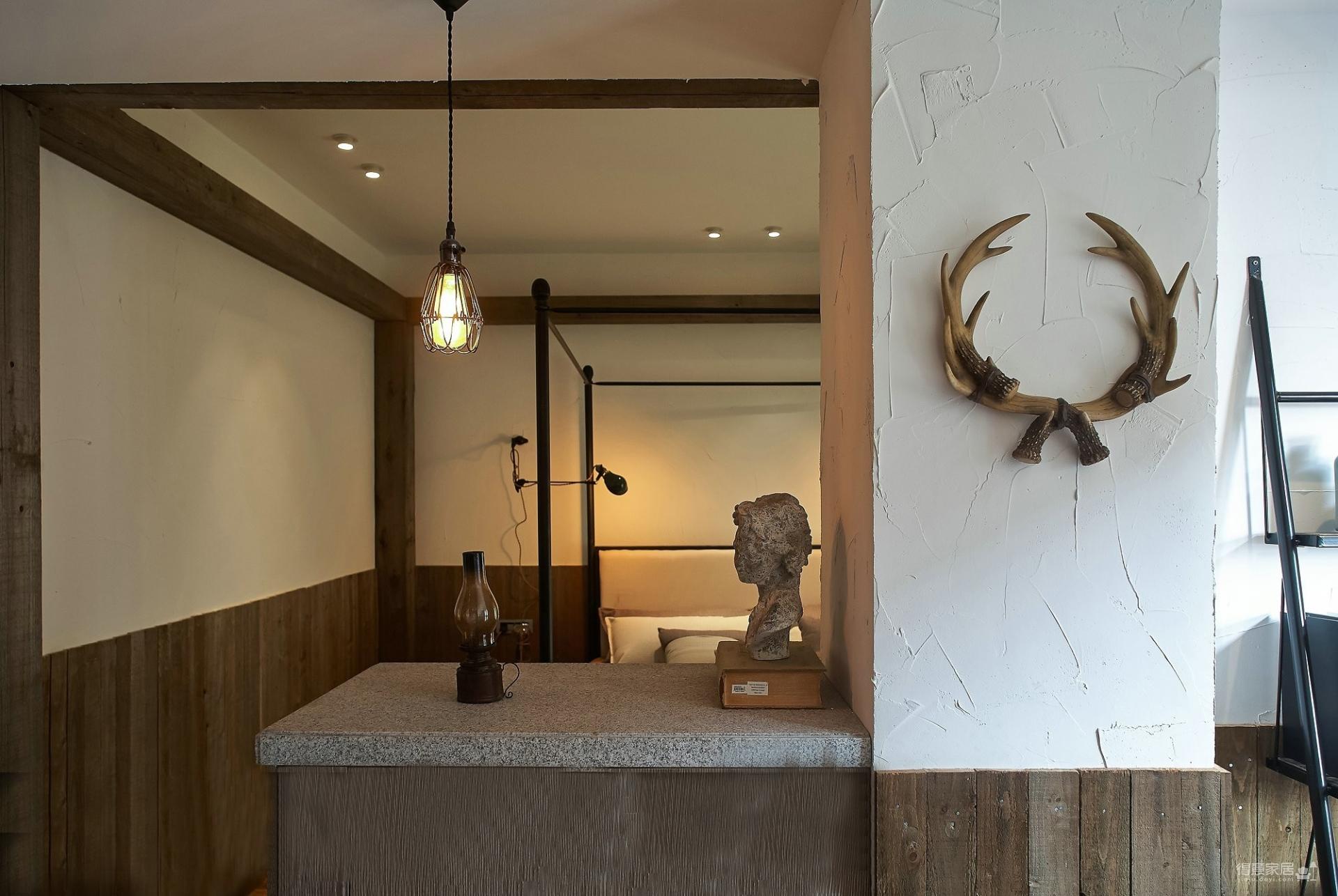100㎡的古典居室小家,客廳造型別致又有型