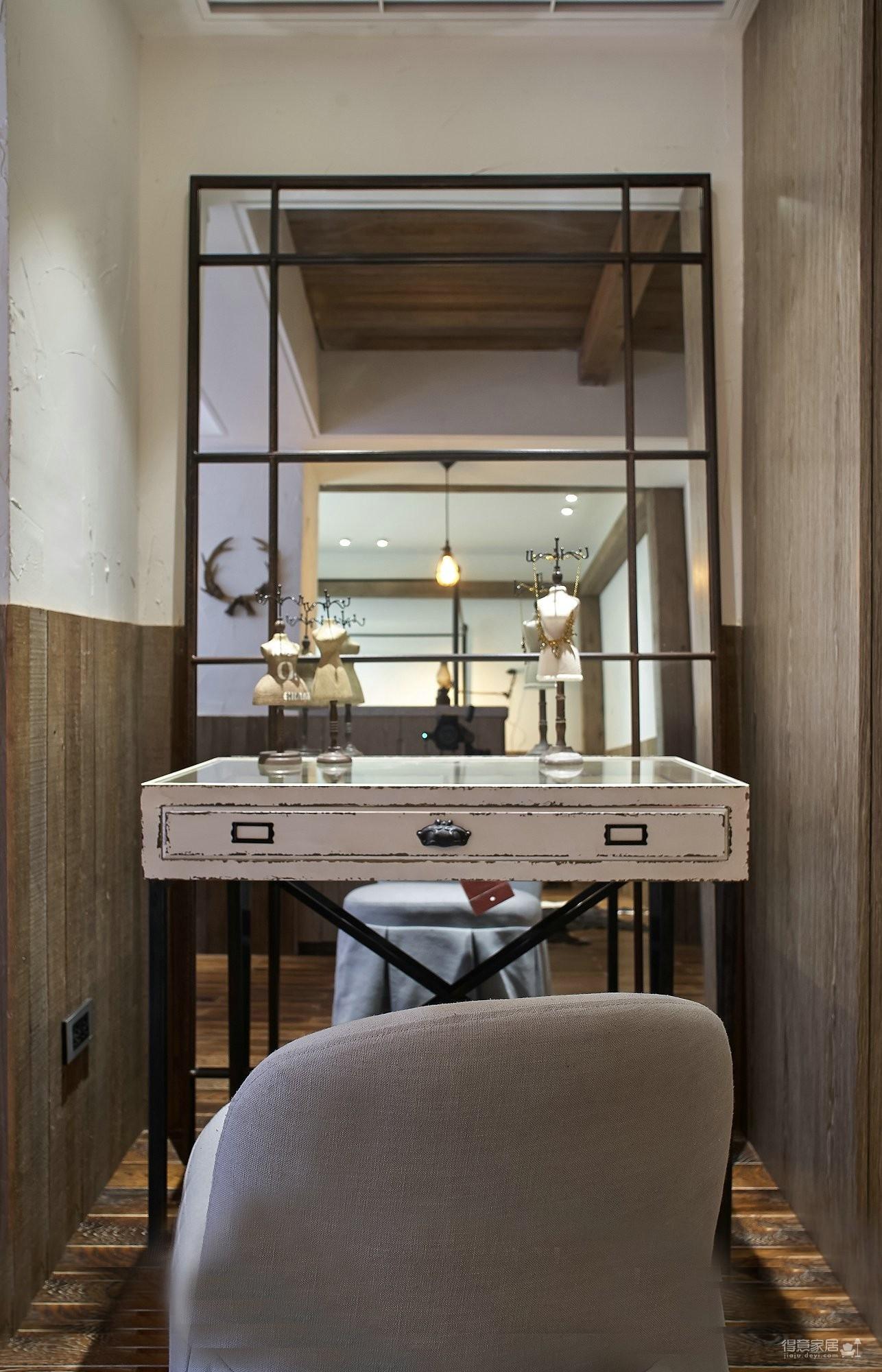 100㎡的古典居室小家,客厅造型别致又有型