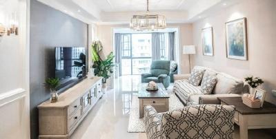 110平简约美式装修,设计师选的家具都很搭配,尤其是实木的柜子,颜色花纹都挺好看的