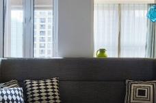 混搭风的要求在硬装简洁,在软装上多一些功夫,本案例将阳台做成榻榻米造型,既美观又增强了实用收纳功能,次卧做成儿童房,感觉一切都恰到好处。图_6