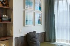 混搭风的要求在硬装简洁,在软装上多一些功夫,本案例将阳台做成榻榻米造型,既美观又增强了实用收纳功能,次卧做成儿童房,感觉一切都恰到好处。图_21