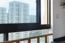 混搭风的要求在硬装简洁,在软装上多一些功夫,本案例将阳台做成榻榻米造型,既美观又增强了实用收纳功能,次卧做成儿童房,感觉一切都恰到好处。图_18
