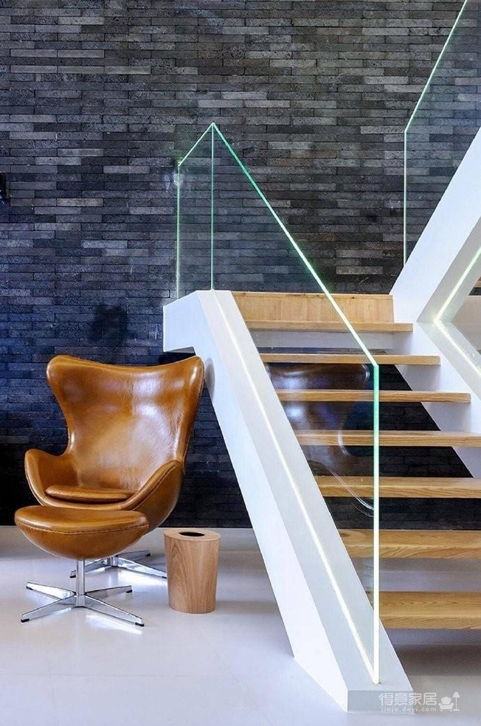 现代简约风格复式家居装修设计方案,无处不体现出年轻人追求的现代感,又不失功能性,好酷! 图_5