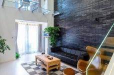 现代简约风格复式家居装修设计方案,无处不体现出年轻人追求的现代感,又不失功能性,好酷! 图_1