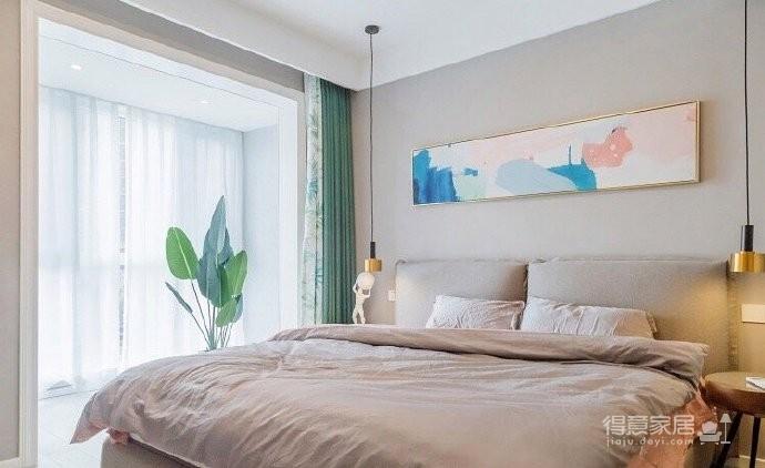 简约北欧风格装修,墙上的装饰画很有特点,与整体房间的氛围很和谐