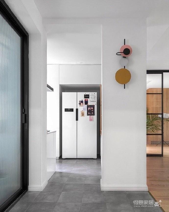 120平北欧风,阳台橘黄色砖和绿植的布置让空间充满了活力,生机勃勃图_3