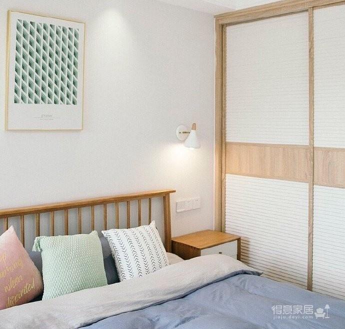 清新北欧风,客厅里黄色的小抱枕是点睛之笔,一下提亮了空间的色彩性 图_3