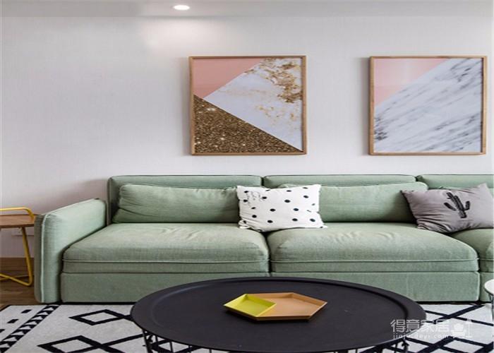 整体以木色、白色为设计基调,材料的纯度、简单的元素、以及值得推敲的定制细节是本案的标志。用平静的心灵看世界,利用淡淡的家具布局把原有的空间净化,把气质和品位含蓄地表现出来……图_2