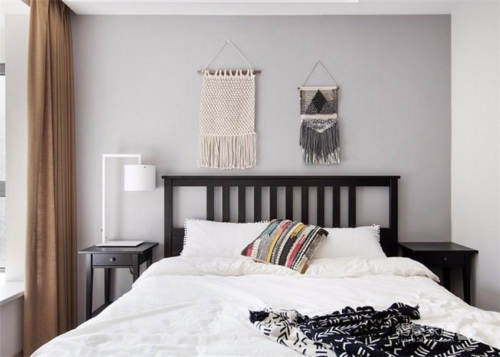 整体以木色、白色为设计基调,材料的纯度、简单的元素、以及值得推敲的定制细节是本案的标志。用平静的心灵看世界,利用淡淡的家具布局把原有的空间净化,把气质和品位含蓄地表现出来……图_3