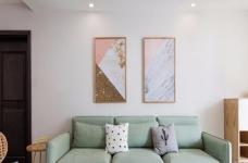 整体以木色、白色为设计基调,材料的纯度、简单的元素、以及值得推敲的定制细节是本案的标志。用平静的心灵看世界,利用淡淡的家具布局把原有的空间净化,把气质和品位含蓄地表现出来……图_1