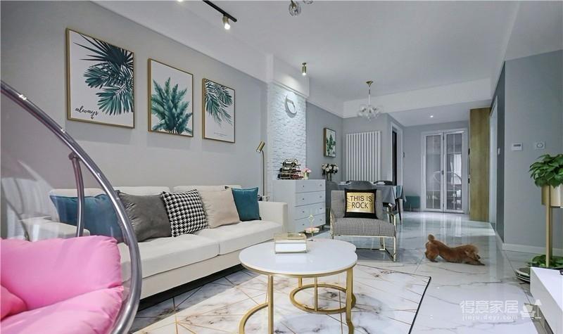 设计作品里使用了大面积灰白,搭配金色和暖色的家具,用不同的元素进行组合,打造高级灰的主气氛